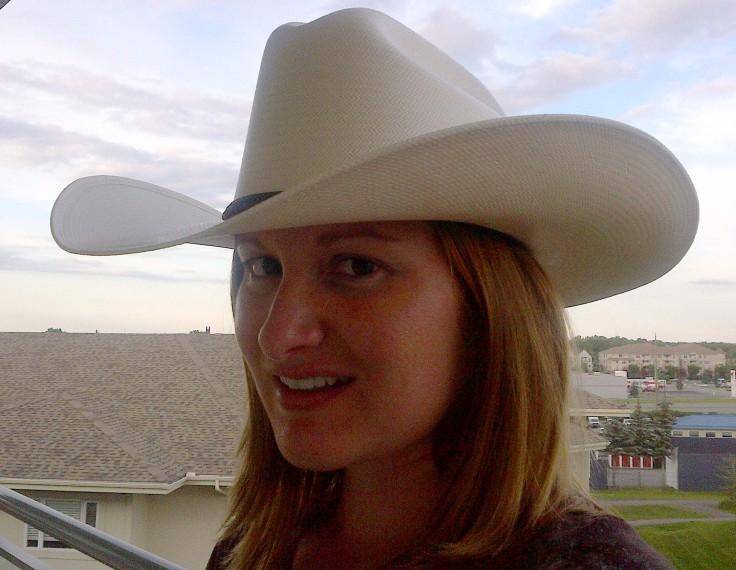 Sportin' a new cowboy hat.