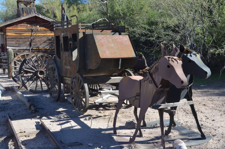 A stagecoach and horses made out of metal in Tortilla Flat.